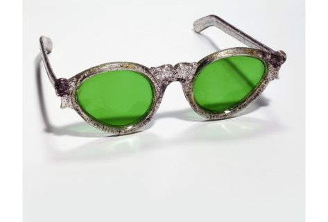 Photo Credit: http://www.allposters.com/-sp/Sunglasses-With-Green-Lenses-Posters_i9521608_.htm